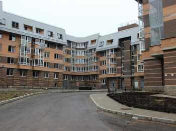 Два П-образных 5-6-этажных строения